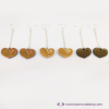 Kép 2/5 - Gravírozott nyírfa szívecske fülbevaló, több színben