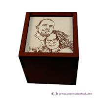 Egyedi fotó gravírozott fa doboz, négyzet alapú 22x22, több színben