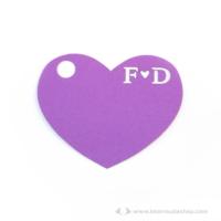 Monogramos kísérő cédula szív, több színben