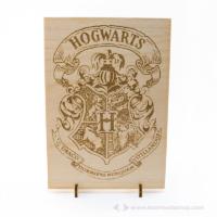 Harry Potter témájú álló / fali dekor Roxfort címer