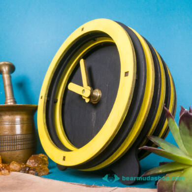 Méhecske csíkos design asztali óra, több színben