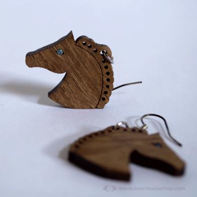 Kékszemű ló fülbevaló