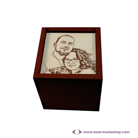 Egyedi fotó gravírozott fa doboz, négyzet alapú 15x15, több színben