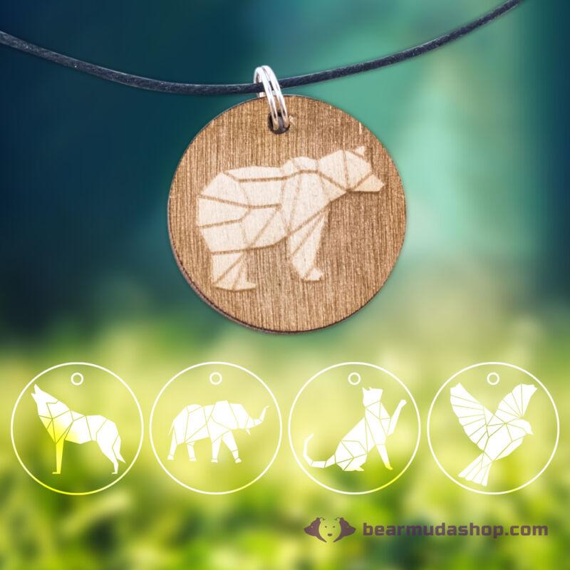 Geometrikus állatos nyakláncok gravírozott medállal, több színben