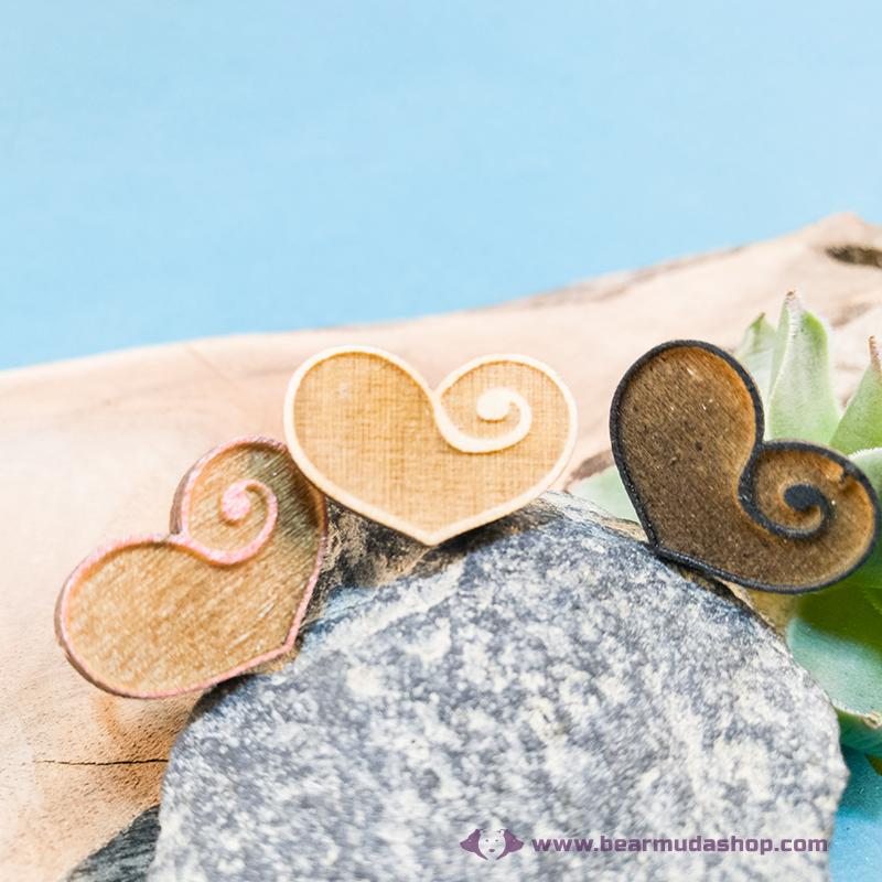 Gravírozott nyírfa szívecske gyűrű, több színben